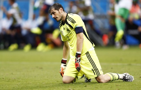 iker-casillas-nightmare-performance-in-spain-1-5-netherlands-world-cup-2014